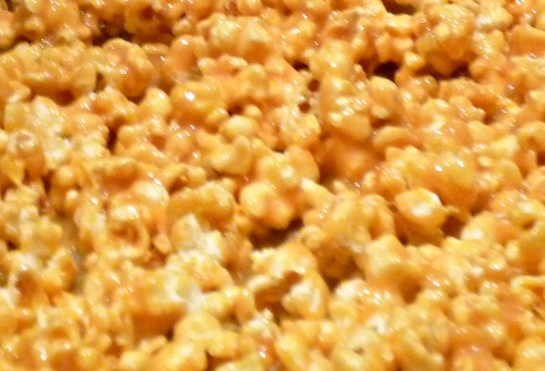 popcorn with homemade caramel sauce (caramel recipe is in the post)