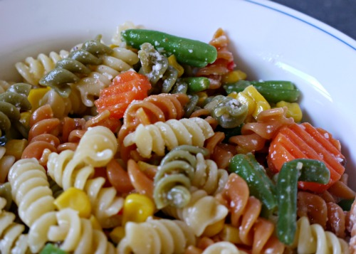 """Quick and Easy Pasta Salad Recipe - one of my """"go to"""" summer pasta recipes, this pasta primavera  only has 4 ingredients and it also holds up well in the heat."""